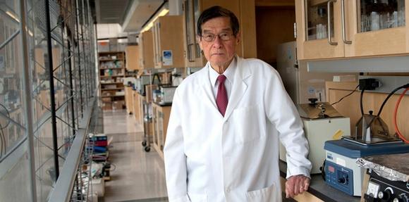 Профессор Yuet Wai Kan